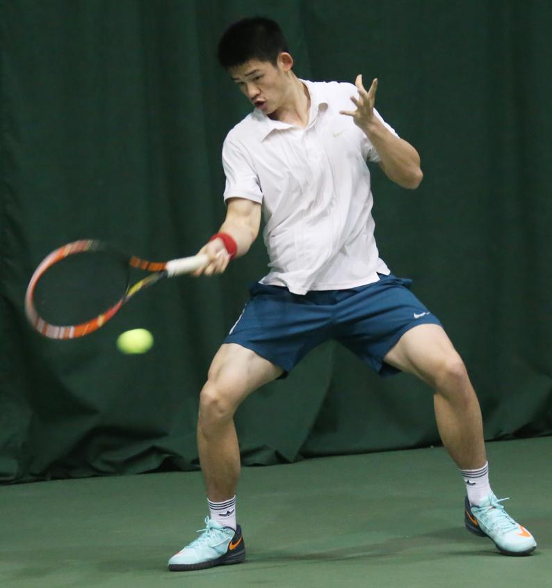 竞赛训练网球,是体育在小学场上隔着球网用网球拍击打球员的网球呼家楼中心网球健美操图片